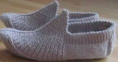 Stylish different knitted ladies booties - knitting Knitting Patterns, Crochet Patterns, Crochet Ripple, Creative Knitting, Single Crochet Stitch, Knitting Supplies, Knitted Slippers, Chenille, Baby Boots