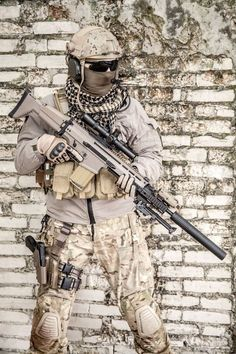 Operator with a SCAR H