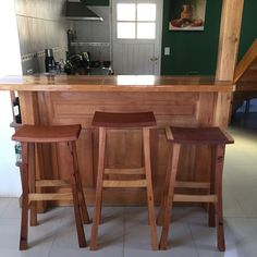 Kanna Muebles Banquetas altas artesanales, hechas con madera reciclada de Cedro/Rauli/Ciprés  Acabado en aceite de tung San Martín de los Andes  Patagonia - Argentina