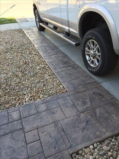 awesome walkway design ideas for front yard landscape 10 - Landschaftsbau Front Yard Walkway, Outdoor Walkway, Paver Walkway, Concrete Driveways, Walkways, Stamped Concrete Driveway, Driveway Pavers, Front Path, Driveway Design