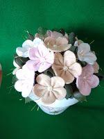 Vaso com flores em feltro