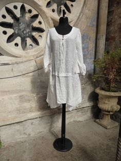 This is a great easy to wear linen tunic, Made in Italy, Pomegranate Ladies Clothes Shop, Clifton, Bristol. Womenswear, Womensfashion, Italian Linen Clothes,