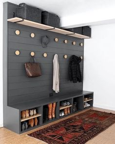 47 Amazing Mudroom Entryway Decor Ideas You Have To See! 47 Amazing Mudroom Entryway Decor Ideas You Have To See! Entryway and Hallway Decorating Ideas Amazing Decor Entryway Ideas Mudroom Design Patio, House Design, Chair Design, Home Renovation, Home Remodeling, Basement Renovations, Fall Kitchen Decor, Diy Kitchen, Mudroom Laundry Room