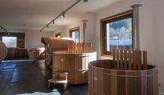 Donnez vie à votre projet de bains nordiques, jacuzzis en bois ou sauna en bois en visitant le showroom de Storvatt.