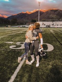 🌻 future boyfriend, wanting a boyfriend, boyfriend girlfriend, boyfriend goals, Cute Couples Photos, Cute Couple Pictures, Cute Couples Goals, Couple Pics, Couple Things, Football Couple Pictures, Couple Stuff, Couple Quotes, Couple Goals Relationships