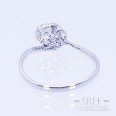 28325 18Karat White Gold Weight 1.40gr Ring Size 13.00 0.113 Total Carat = 6 Rounds Diamond 0.037 Total Carat = 1 Rounds Diamond