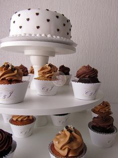 Wedding cupcake tower: ivory / white / chocolate / gold