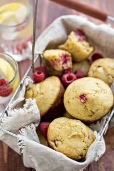 Raspberry Lemon Cornmeal Muffins - Sweet, fresh raspberries and tangy lemon all rolled up into one deliciously moist cornmeal muffin. Muffin Recipes, Breakfast Recipes, Dessert Recipes, Brunch Recipes, Breakfast Ideas, Cornmeal Muffins Recipe, Lemon Muffins, Corn Muffins, Scones