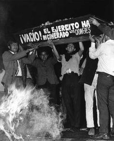 Rodrigo Moya, Celebración y protesta social en el Zócalo, el 13 de agosto de 1968, en imagen del Archivo Fotográfico de Rodrigo Moya