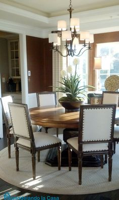 Notice all the circles used in this room....  Remodelando la Casa: Beautiful Home Tour -1