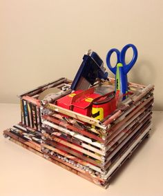 Canasta hecha con rollitos de papel de revistas paper - Organizador de papeles ...