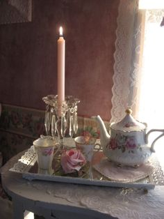 ♥ ♥/What is more special than to serve someone tea or coffee on a tray or even breakfast in bed like this.