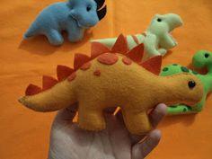 Dinossauros de feltro by Litta Santos