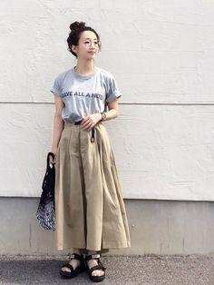 ディッキーズコラボのチノスカート! ベルトが可愛いです(^ ^) ボリューム感と軽いヘムラインのシル