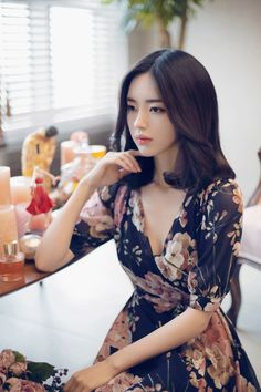 Discover recipes, home ideas, style inspiration and other ideas to try. Pretty Asian, Beautiful Asian Women, Beautiful Models, Korean Beauty, Asian Beauty, Japonesas Hot, Asian Fashion, Girl Fashion, Yoon Sun Young