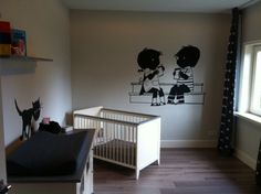 Muurschilderingen jip en Janneke + Siepie op de commode voor een babykamertje. Beide schilderingen zijn middels een beamer op de muur geprojecteerd, overgetrokken en daarna ingeschilderd.