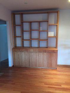 Mueble realizado en enchapado de paraiso con lustre natural