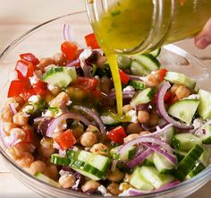 Mediterranean chickpea salad with lemon and parsley vinaigrette Salad Dressing Recipes, Healthy Salad Recipes, Raw Food Recipes, Seafood Recipes, Veggie Bullet, Caprese Salad Recipe, Mediterranean Chickpea Salad, Broccoli Salad, Batch Cooking