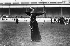 Archery first appeared at the Olympics at the 1900 Games in Paris. After a break from 1920 to 1972 archery has been contested at every Olympics. Old Photos, Vintage Photos, London Olympic Games, Elfa, High Jump, Summer Olympics, Edwardian Era, Vintage Photography, White Photography