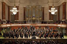 Ob Covermusik, Jazz, Oratorien oder Symphonien – die #Bachakademie Stuttgart tritt mit unterschiedlichster Musik an den verschiedensten Orten wie Schulen, Clubs, den Wagenhallen, dem Theaterhaus und Kirchen auf. Mehr dazu unter www.bachakademie.de