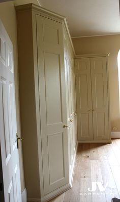 Explore high quality bespoke fitted bedrooms, built-in wardrobes, alcove wardobes and other fitted furniture. Fitted wardrobes design and free quotation. Corner Wardrobe, Wardrobe Storage, Wardrobe Doors, Bedroom Wardrobe, Built In Wardrobe, Bedroom Storage, Wardrobe Ideas, Corner Closet, Diy Storage