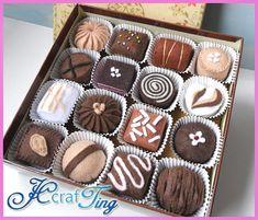 Chocolate Delight PDF Pattern by jcCrafTing on Etsy Felt Cake, Felt Cupcakes, Felt Diy, Felt Crafts, Diy Crafts, Comida Diy, Felt Food Patterns, Felt Play Food, Pretend Food