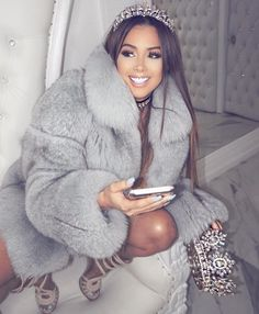 The fur coat is everything Look Fashion, Winter Fashion, Fashion Beauty, Girl Fashion, Mode Outfits, Fashion Outfits, Dress Outfits, 21st Birthday Outfits, 18th Birthday Dress