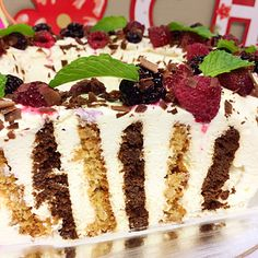 Choc ripple cake is an iconic Australian dessert for both its simplicity and its taste. The softening of Arnotts Choc Ripple cookies against the whipped cream i Christmas Lunch, Christmas Cooking, Christmas Desserts, Christmas Treats, Christmas Recipes, Christmas Cakes, Christmas Nibbles, Christmas Foods, Choc Ripple Cake