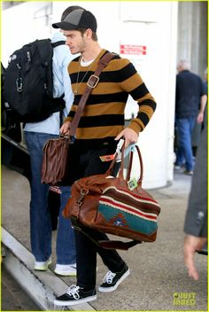 Andrew Garfield rocking Will Leather Goods' Jacques Portfolio and Oaxacan Duffle at LAX 4/1/2014. Thanks, Andrew! #andrewgarfield #duffle #portfolio