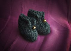 Forest green hand-knitted elf booties baby socks by KnittedRoots