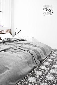 Modern Maroccan style bedroom (© Paulina Arcklin)