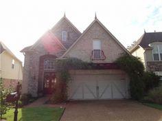 Gorgeous Brick Home! Beautiful Landscaped Yard