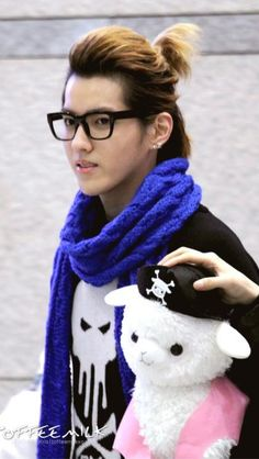 Kris EXO-M- with hair like this!!! kill me now!
