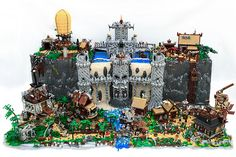 Incredible Steampunk Castle made from 20,000 LEGO pieces