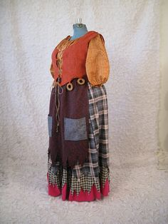 Mary Sanderson Hocus Pocus Witch Costume by CostumeCollective on etsy Hocus Pocus Halloween Costumes, Witch Costumes, Halloween 2017, Cosplay Costumes, Halloween Party, Halloween Stuff, Witch Party, Halloween Witches, Disney Halloween