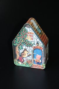 SILVER-CRANE-COMPANY-HOUSE-SHAPED-TIN-THREE-LITTLE-PIGS-FAIRY-TALE-1996