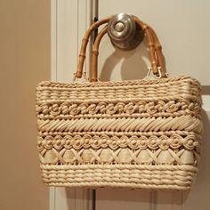 Wicker bag Super cute wicker bag with wood handles. Magnolia print inside. Center pocket that zips. 10x7x4 cappelli Bags Mini Bags