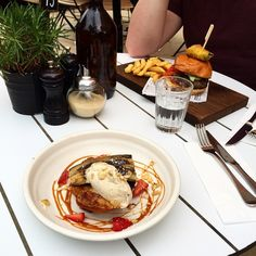 "Instagrammer tabbyfuchsia enjoyed brunch at DoubleShot. ""Doughnut french toast with cinnamon mascarpone, grilled banana and salted caramel sauce."" #localscan #visitcanberra"