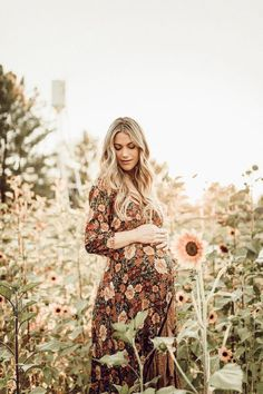 A Letter to Our Precious Unborn Daughter maternity pictures fall pregnancy photos baby bump picture Fall Maternity Pictures, Baby Bump Pictures, Pumpkin Maternity Photos, Pregnant Outfit, Pregnant Mom, Maternity Photography Poses, Maternity Poses, Maternity Styles, Pregnancy Photography