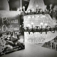 B&W #simple #poemasdeorigami #livro #lustre #photograph #Light #pda #brilho #book #love #read #beauty #origami #tsuru #Brasil