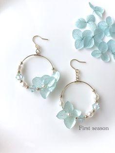 women's beautiful round earrings Diy Jewelry Rings, Jewelry Design Earrings, Resin Jewelry, Cute Jewelry, Bridal Jewelry, Jewelry Crafts, Jewelery, Jewelry Accessories, Jewelry Making