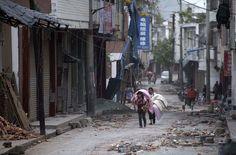 Strong quake jolts Chinas Sichuan, killing 160 - Yahoo! News 4/20/2013