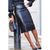 We adore this stylish luxe skirt which is sure to become a closet favorite. This is a plain, , slim fit, pencil skirt. This knee-length skirt is made from leather/pu Vogue Paris, High Waisted Pencil Skirt, Pencil Skirts, Pencil Dresses, Midi Skirt, Looks Country, Embellished Skirt, Perfect Prom Dress, Straight Dress