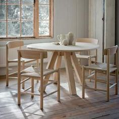 The round oak table from Modish Living is great for smaller, contemporary kitchens. The solid oak oozes natural charm ad the clean lines of the table make a beautiful feature in any living space. Round Wooden Dining Table, Circular Dining Table, Reclaimed Wood Dining Table, Oak Dining Chairs, Reclaimed Wood Furniture, Oak Table, Dining Table Design, Table And Chairs, Dinning Table
