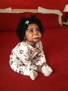 Super adorable curly hair baby girl with a cracker. Brown Babies, Mixed Babies, Beautiful Black Babies, Beautiful Children, Baby Kind, Pretty Baby, Little Babies, Cute Babies, Everything Baby