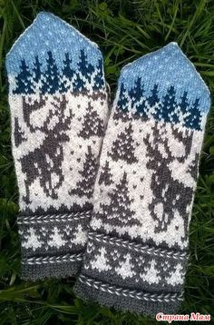 elk in the woods mittens Knitted Mittens Pattern, Fair Isle Knitting Patterns, Crochet Mittens, Knitting Charts, Knitted Gloves, Knitting Socks, Hand Knitting, Knitting Projects, Couture