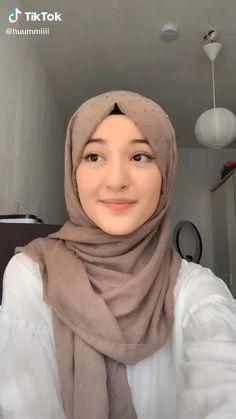 Stylish Hijab, Modest Fashion Hijab, Modern Hijab Fashion, Hijab Fashion Inspiration, Muslim Fashion, Simple Hijab Tutorial, Hijab Style Tutorial, New Hijab Style, Beautiful Hijab Girl