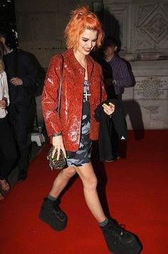 Pixie Geldof attempts to revive the Buffalo boots trend at London party Pixie Geldof, New Look Fashion, 90s Fashion, Fashion Outfits, Spice Girls Wannabe, Buffalo Shoes, Goth Kids, Trainer Boots, Shoes Too Big