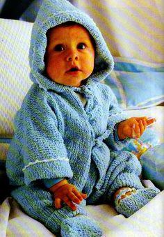 [Tricot] Le paletot bleu en bouclettes - La Boutique du Tricot et des Loisirs Créatifs Tailles : 3 mois à 18 mois Aiguilles : 3,5 et 4