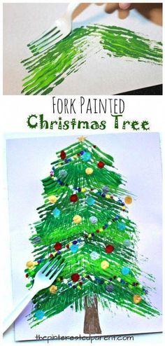41f9d1b8217 Árbol de Navidad pintado a horquilla - proyectos de arte y artesanía de  invierno para niños. Sello y pintura con un tenedor.